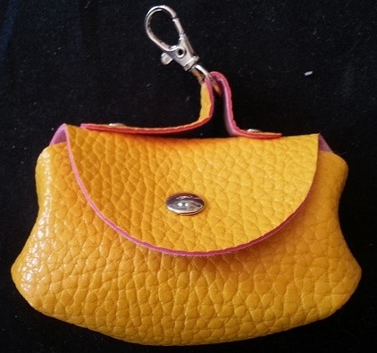 Small keyring purse for petal pads